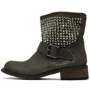 Schuhe mit Nieten