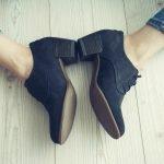 Hacks gegen quietschende Schuhe – nervigen Geräuschen beim Laufen ein Ende machen
